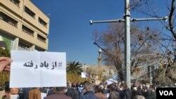 تصویری از تجمع روز یکشنبه بازنشستگان مقابل استانداری فارس