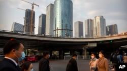 资料照:北京中央商业区街头