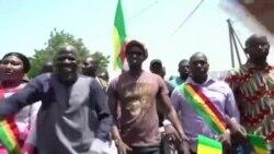 """Des milliers de personnes manifestent contre la """"fraude électorale"""" au Mali (vidéo)"""