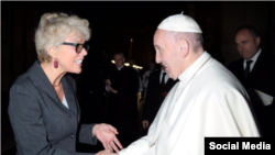 FILE - Pope Francis shakes hands with a Christiane Murray in an undated photo. (Source - Catholic News Service, Twitter @CatholicNewsSvc)