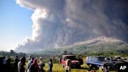 Erupsi gunung Sinabung di Karo, Sumatera Utara, Selasa, 2 Maret 2021.