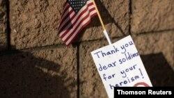 """Dragi vojniče, hvala za herojstvo"", piše u poruci na zidu vojne baze Pendlton u Kaliforniji"
