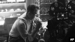 """მსახიობი გარი ოლდმანი ჰერმან მენკევიცის როლში, კინოფილმიდან """"მენკი"""""""