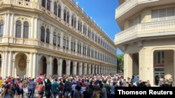 Cubanos protestas en las calles de La Habana contra el gobierno de Miguel Díaz-Canel, el domingo 11 de julio de 2021.