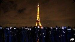 ຫໍຄອຍແອຟແຟລ (Eiffel Tower) ສັນຍາລັກນະຄອນຫຼວງປາຣີ.