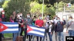 """En Colombia decenas de cubanos han salido a marchar en un solo grito de """"libertad"""", uniéndose así al clamor de sus compatriotas. [Foro: VOA/Jair Diaz]"""