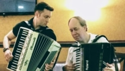 Акордеоністи намагаються повернути славу колись найпопулярнішому інструменту світу. Відео