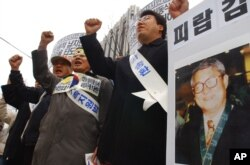 지난 2004년 12월 서울에서 북한에 납치된 김동식 목사의 송환을 촉구하는 시위가 벌어졌다. (자료사진)