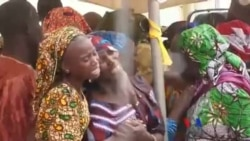 尼日利亞21名奇博克女孩與家人團聚