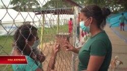 Y tá Venezuela giúp đồng bào bị thất tán ở Columbia