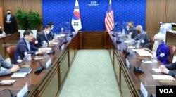방한 중인 웬디 셔먼 미국 국무부 부장관이 23일 서울 외교부 청사에서 최종건 한국 외교부 1차관과 제9차 외교차관 전략대화를 했다.