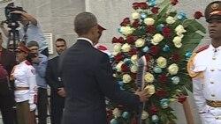 Ofrenda floral ante el monumento a José Martí