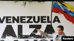 El presidente encargado de Venezuela, Juan Guaidó, participa en una reunión con mujeres simpatizantes de su gestión en Caracas, el 18 de noviembre de 2020.