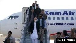 ავღანეთის პრეზიდენტი აშრაფ ღანი ქვეყნის დატოვებამდე ერთი დღით ადრე მაზარ ი შარიფს ეწვია, რომელიც მალევე თალიბანმა დაიკავა