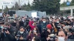 Polis Boğaziçi Üniversitesi'ne Girdi Öğrencileri Gözaltına Aldı