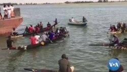 la course de pirogue festival Alkibar a Niafunké