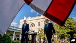 Президент Джо Байден и премьер-министр Японии Ёсихидэ Суга в Розовом саду Белого дома, 16 апреля 2021 года