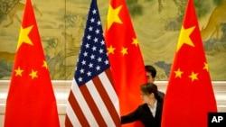 Một khảo sát mới của Viện nghiên cứu Đông Nam Á ISEAS-Yusof Ishak ở Singapore cho thấy ASEAN bị chia rẽ nếu phải lựa chọn giữa Mỹ và Trung Quốc làm đồng minh.