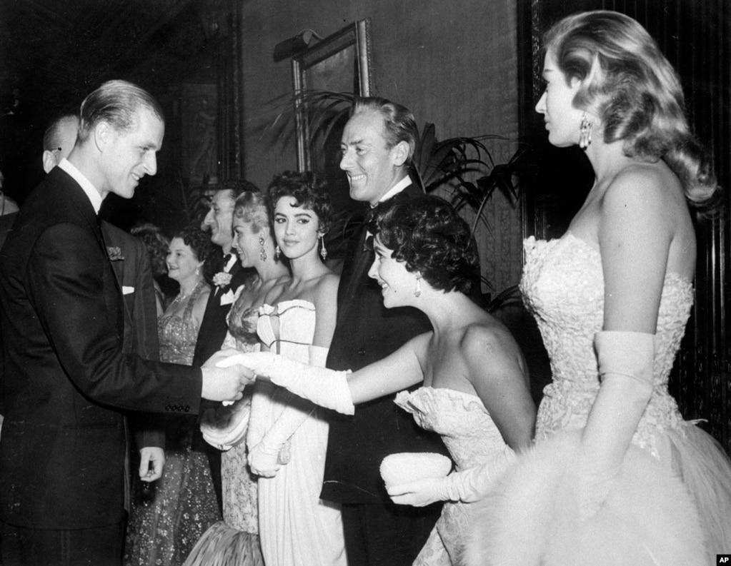 ایک متحرک زندگی گزارنے والے پرنس فلپ شاہی خاندان میں اپنے غیر واضح کردار کی وجہ سے شدید الجھن کا شکار رہے۔