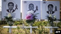 Ảnh của 125 bác sĩ chết trong đại dịch COVID-19 tại Peru, được trưng bày bên ngoài trường Y Peru tại Lima ngày 13/8/2020.