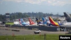 Divers modèles de Boeing 737 sont stationnés sur le tarmac de Boeing Field après avoir quitté la chaîne de production à Seattle, Washington, le 9 mai 2017.
