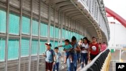 Di dân tại biên giới Mỹ-Mexico ở Matamoros, Mexico.