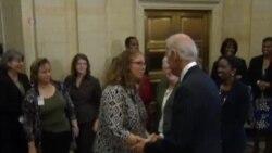 美政府开门 副总统拜登迎接联邦雇员上班