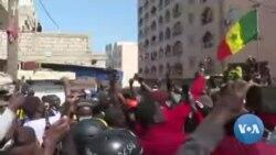 Les partisans d'Ousmane Sonko chantent l'hymne national sénégalais