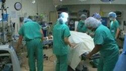 Žrtva napada kiselinom dobija novo lice opsežnim kirurškim zahvatima