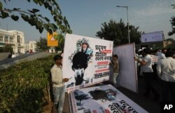 Congress party volunteers put up banners along the road for a march protesting against the alarming levels of pollution in the city, in New Delhi, India, Wednesday, Nov. 6, 2019. Schools reopened on Wednesday in the Indian capital with toxic air…