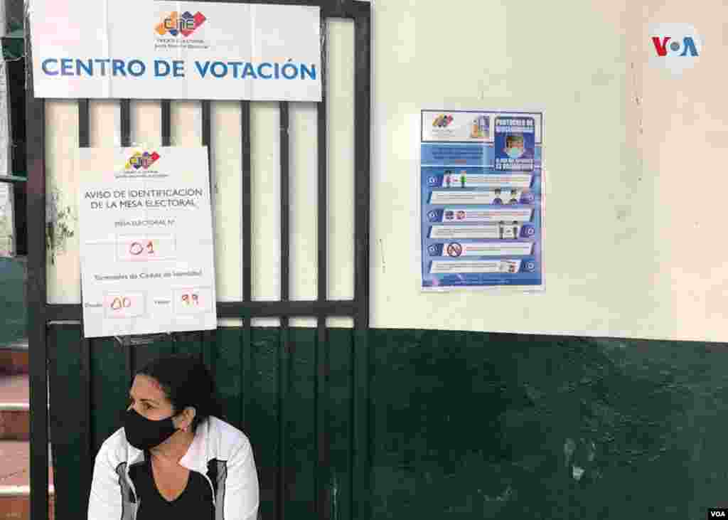 Candidatos del chavismos y la oposición que participó hicieron constantes llamado en el transcurso del día a la participación. Caracas, 6 de diciembre de 2020. Carolina Alcalde - VOA.