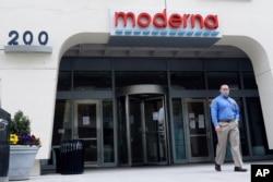 資料照:美國疫苗開發商莫德納公司的大門