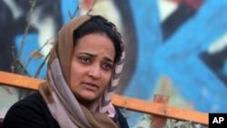 ফটো ফাইলঃ ২০১৫ সালের ৯ অক্টোবর, আফগানিস্তানের বেসরকারি টেলিভিশন খাওয়ার টেলিভিশনের রিপোর্টারঃ এপি