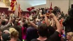 抗議者襲擊馬其頓議會 (粵語)