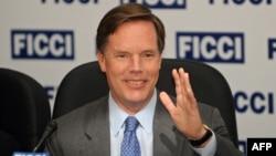 Ông Nicholas Burns là viên chức ngoại giao chuyên nghiệp đã về hưu và từng giữ chức thứ trưởng bộ ngoại giao Mỹ từ năm 2005 đến năm 2008.