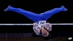 Kohei Uchimura alipokuwa akishiriki katika mashindano yanayoendelea 2020 Summer Olympics, Jumamosi, Julai 24, 2021, Tokyo, Japan. (AP Photo/Gregory Bull)