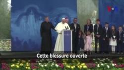 """Le pape demande """"pardon"""" à Dieu pour les abus en Irlande (vidéo)"""