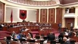 Fyerje e tension në parlamentin shqiptar