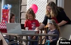 Millones de familias en el mundo se han adaptado al uso de plataformas de videoconferencias para realizar actividades que antes de la pandemia era común hacerlas en grupo, como celebraciones de cumpleaños, bodas o compartir entre amigos.