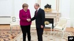 Angela Merkel və Vladimir Putin