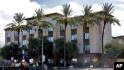 Un hotel Hampton Inn, similar al donde fueron detenidos los niños migrantes, fotografiado el 21 de julio de 2020.pasado en Phoenix, Arizona.