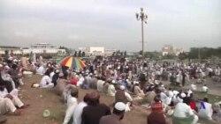 پارلیمنٹ کے سامنے مظاہرین کا دھرنا جاری