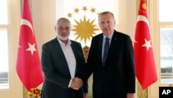 Turkiya rahbari Rajab Toyyib Erdog'an Hamas lideri Ismoil Haniya bilan. Istanbul, 1-fevral, 2020.