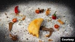 """La empanada, plato típico venezolano, elaborado para el emprendimiento conocido como """"La Qué Tal"""", del chef venezolano Daniel Cadena en Barcelona, España. [Foto: Cortesía]"""
