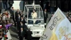 2013-02-27 美國之音視頻新聞: 教宗本篤16世最後一次接見信眾