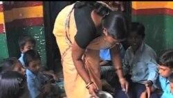2013-07-17 美國之音視頻新聞: 至少20名印度兒童在學校吃午餐後死亡