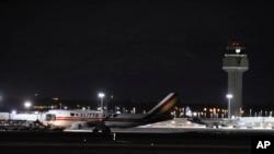 美國政府一架波音747型包機1月29日載著240名美國公民從中國武漢飛到美國阿拉斯加的安卡雷奇國際機場。