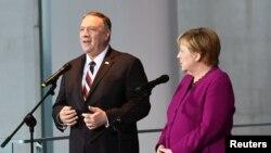 德国总理默克尔与美国国务卿蓬佩奥在柏林联合举行记者会。(2019年11月8日)
