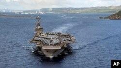 Biển Philippines (4/6/2020). Tàu sân bay USS Theodore Roosevelt (CVN 71) rời cảng Apra ở Guam. Ảnh do Hải quân Hoa Kỳ cung cấp.