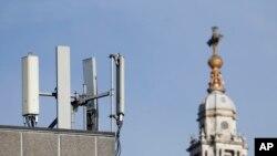 英国伦敦圣保罗大教堂对面的华为移动通信天线(2020年1月28日)